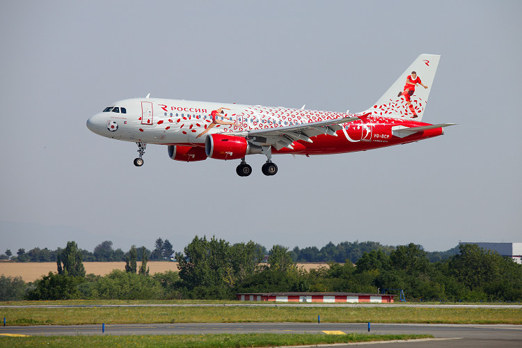 Airbus A319-111, Rossiya Airlines, registrace VQ-BCP (Russian Sports logojet)