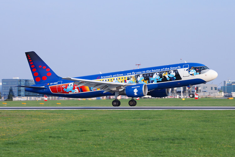 Airbus A320-214, Brussels Airlines, registrace OO-SND (Aerosmurf logojet)