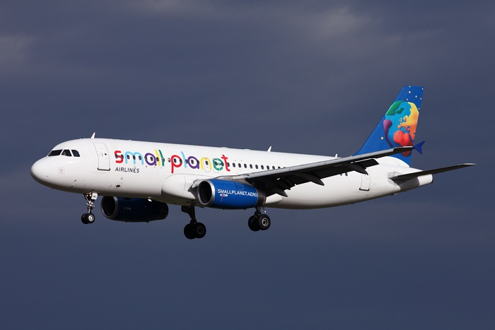 Airbus A320-233, Small Planet Airlines Polska, registrace SP-HAC