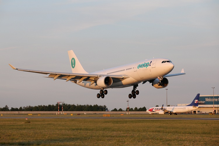 Airbus A330-223, Evelop Airlines, registrace EC-MKT