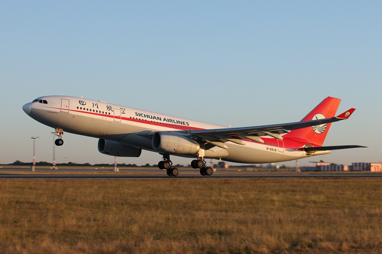 Airbus A330-243, Sichuan Airlines, registrace B-6518